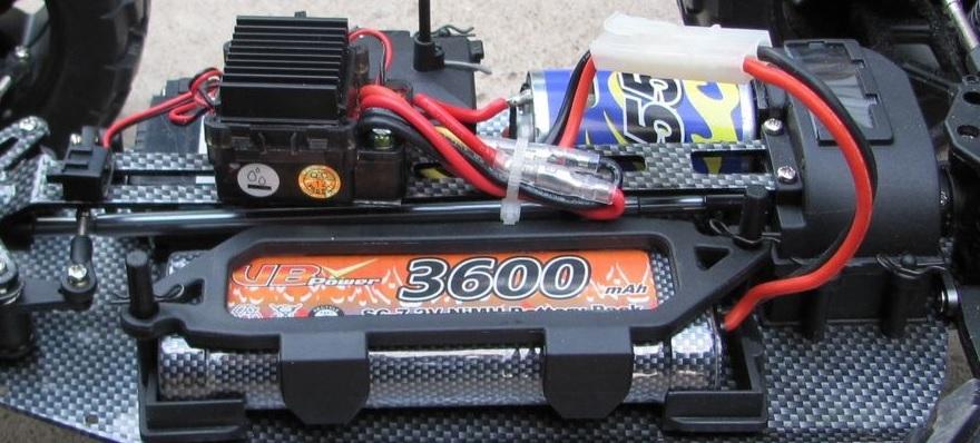 Покоритель бездорожья: обзор радиоуправляемого монстр-трака FS Racing 53810 - 2