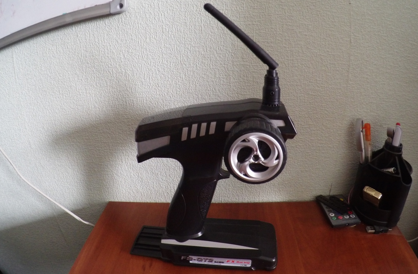 Покоритель бездорожья: обзор радиоуправляемого монстр-трака FS Racing 53810 - 3