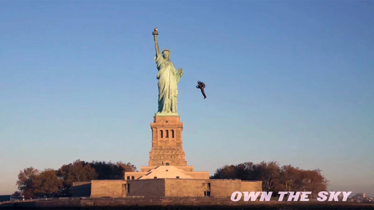 Пилот реактивного ранца JB-9 полетал вокруг Статуи Свободы - 1