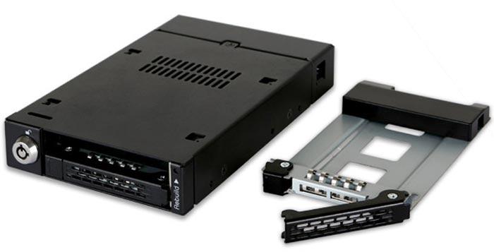Накопители, установленные в корзине Icy Dock ToughArmor MB992SKR-B, можно объединять в массив RAID