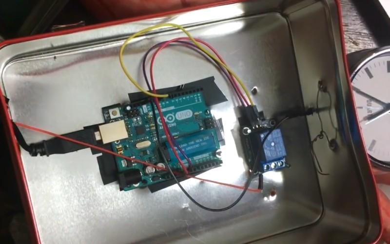 Самодельный будильник на Arduino, который бьёт по лицу - 2