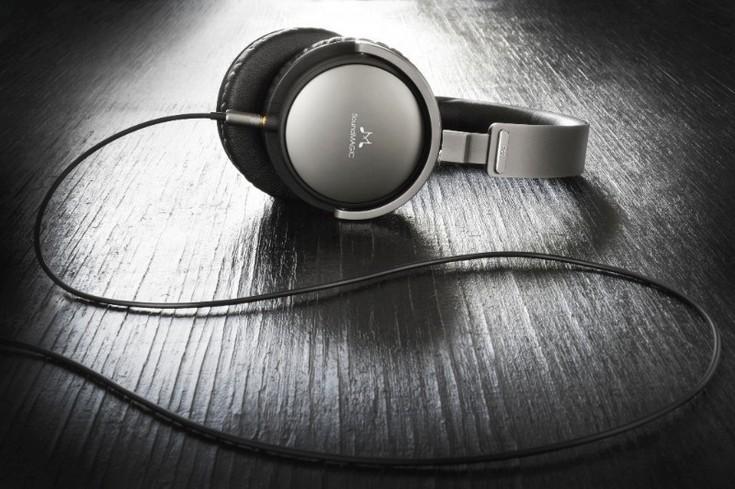 Наушники SoundMagic Vento P55 выполнены из алюминия