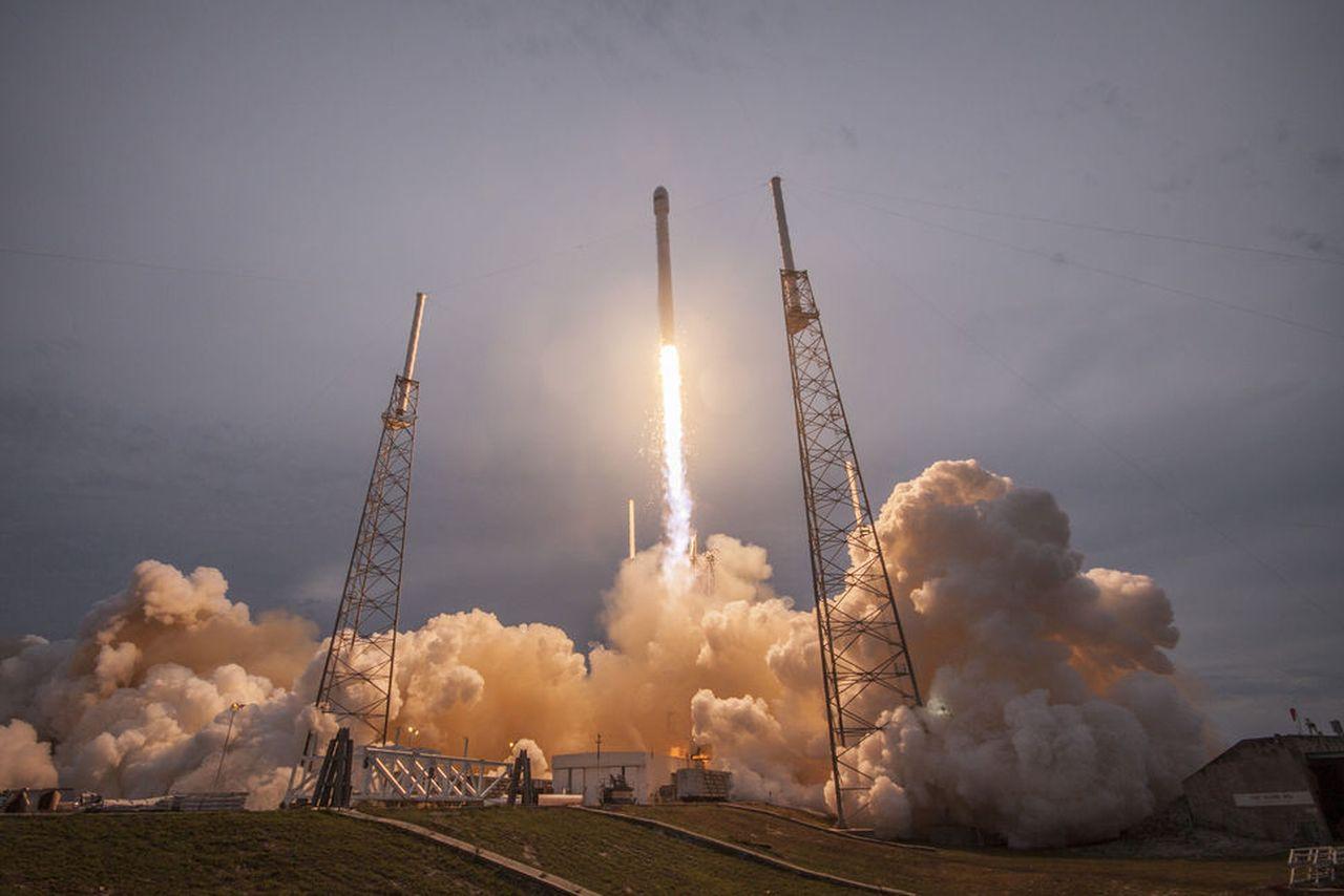 SpaceX осуществит первый пилотируемый полет на МКС по заказу NASA в 2017 году - 1