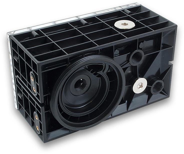 Резервуары EK-DBAY D5 PWM MX – Acetal и EK-DBAY D5 PWM MX – Plexi стоят по 65 евро