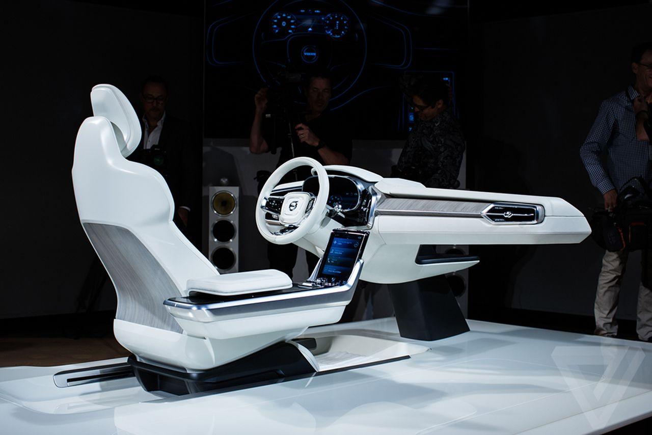Что делать водителю робомобиля во время поездки? Volvo знает, чем робот может занять человека - 1