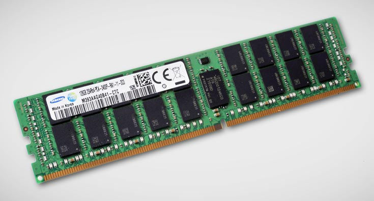 В каждом буферизованном модуле (RDIMM) объемом 128 ГБ в общей сложности используется 144 чипа DDR4