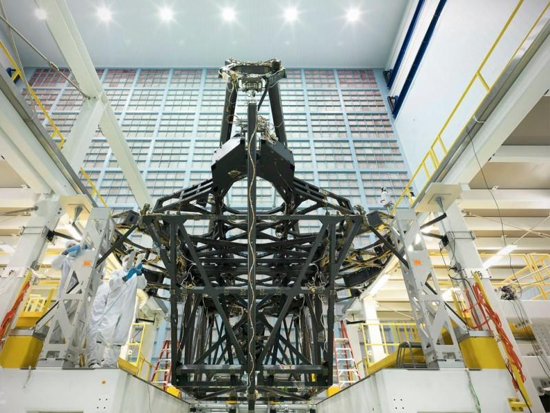 На телескоп им. Джеймса Уэбба установили первый сегмент зеркала - 2