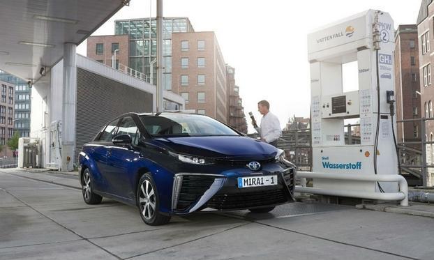 Toyota Mirai с водородным двигателем — «будущее» уже в Европе - 4