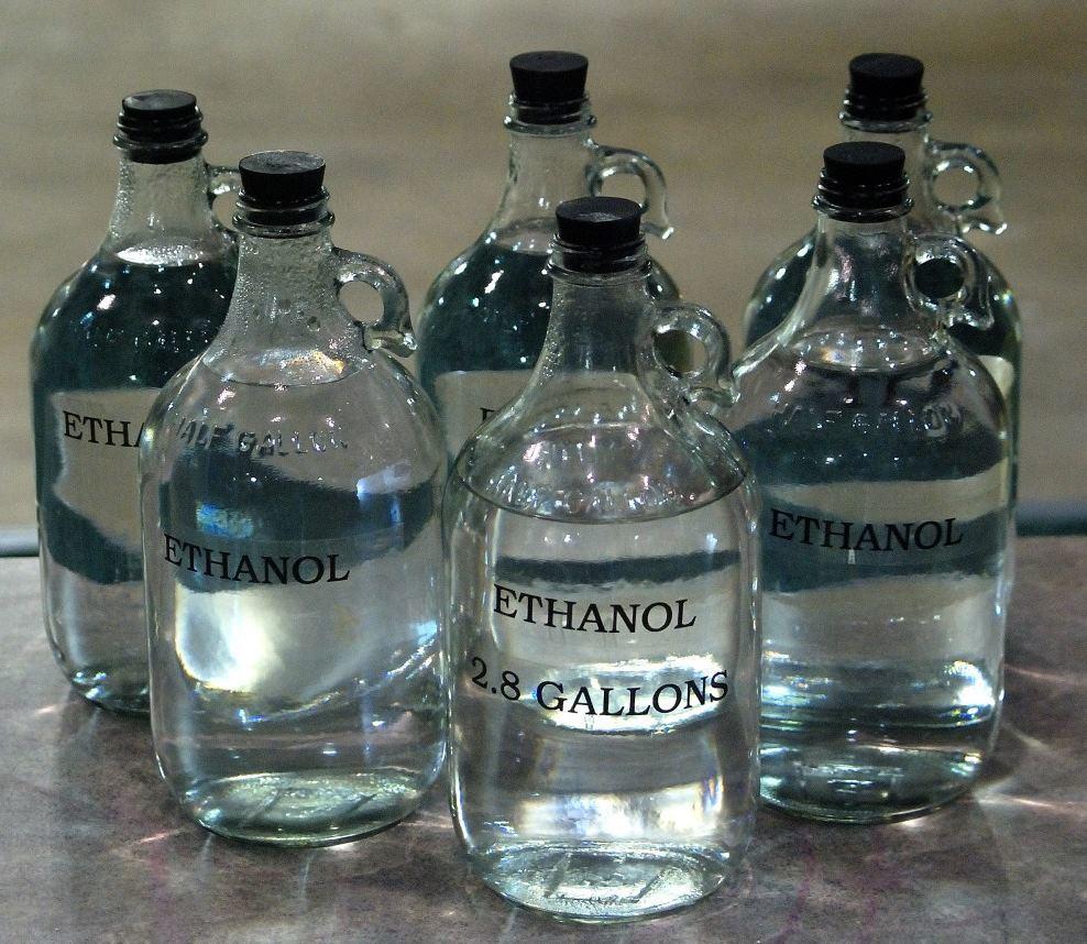 Американские ученые научились получать спирт с чистотой 99% при помощи света - 1