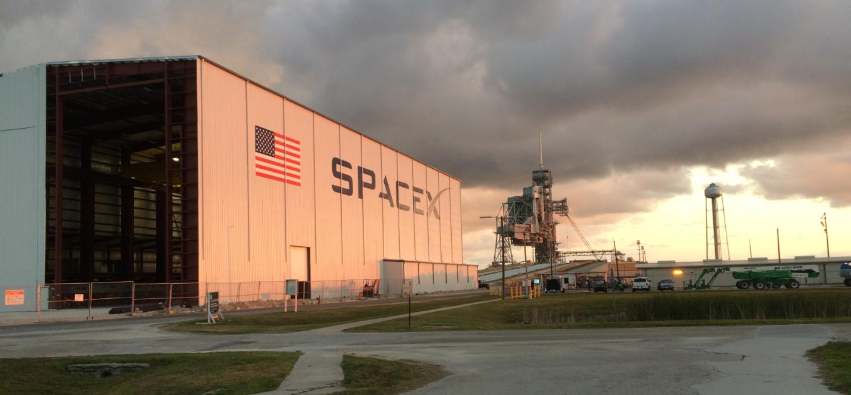 SpaceX готовится к посадке ракеты на сушу - 1