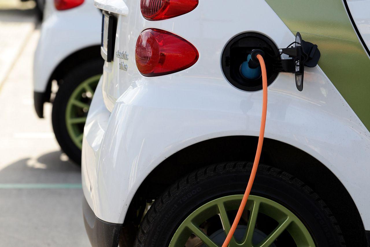 Франция планирует стимулировать разработку дешевого электромобиля - 1