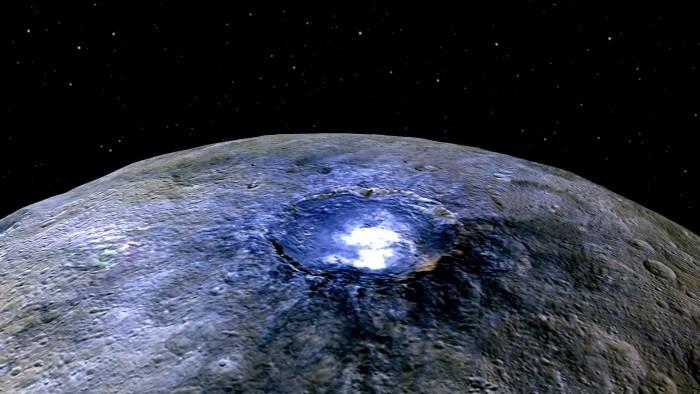 Астрономы объяснили странные белые пятна на Церере - 1