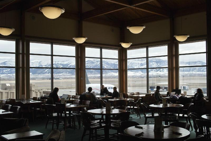 Почему еда в ресторанах при аэропортах такая дорогая - 1