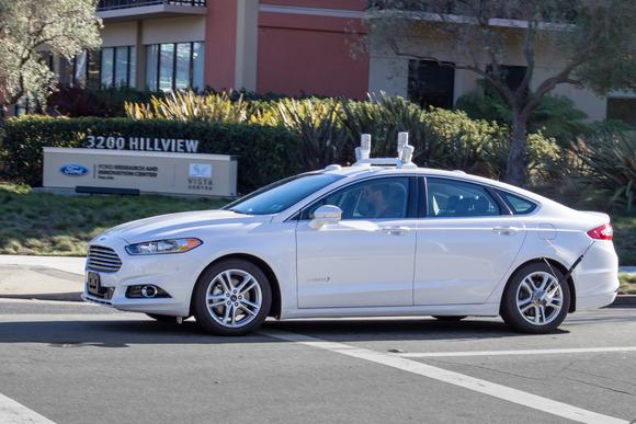 В распоряжении Google находится 72 самоуправляемые машины