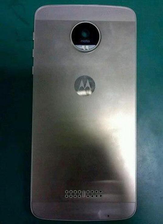 Смартфон Moto X четвертого поколения имеет металлический корпус из цельной заготовки