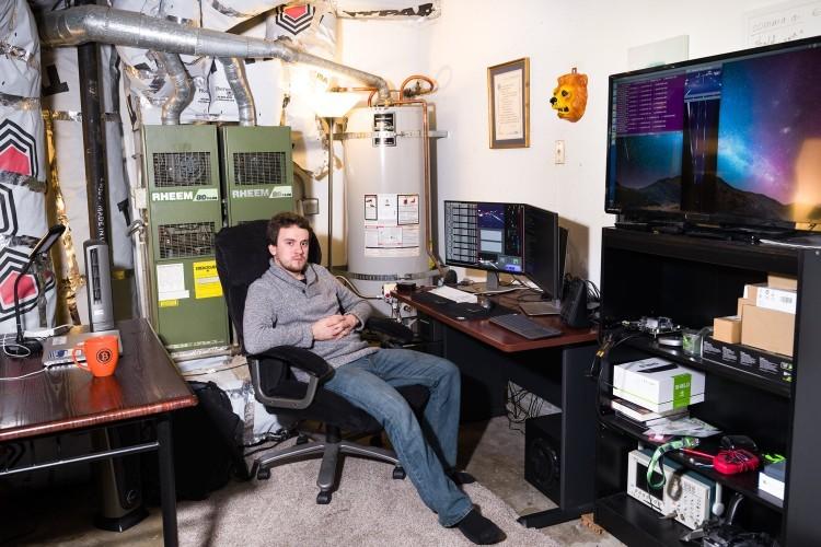 Знаменитый хакер Geohot собрал беспилотный автомобиль у себя в гараже - 1