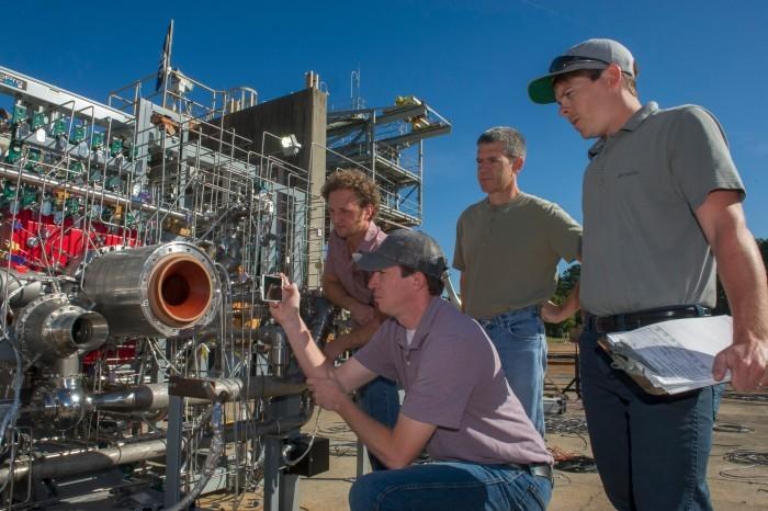 НАСА испытало ракетный двигатель, частично отпечатанный на 3D-принтере - 2