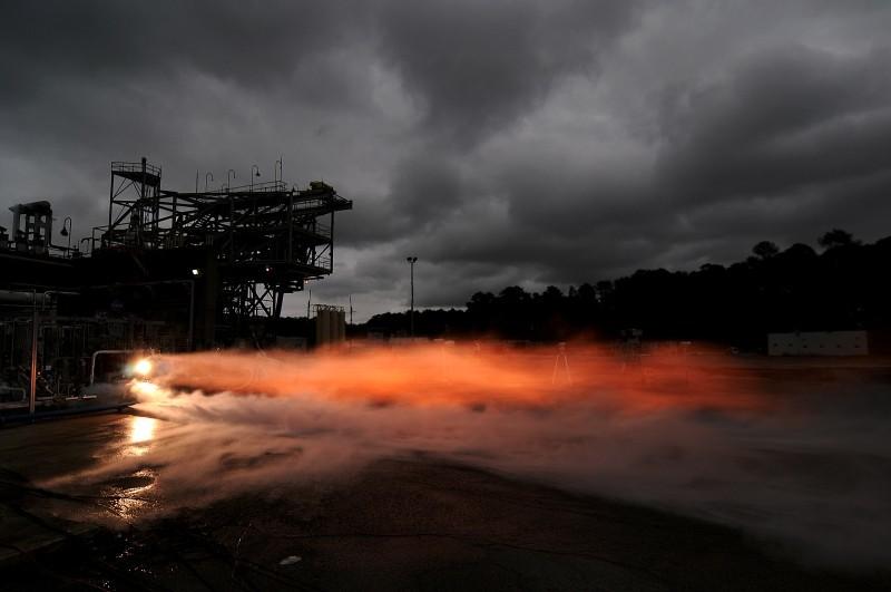 НАСА испытало ракетный двигатель, частично отпечатанный на 3D-принтере - 1