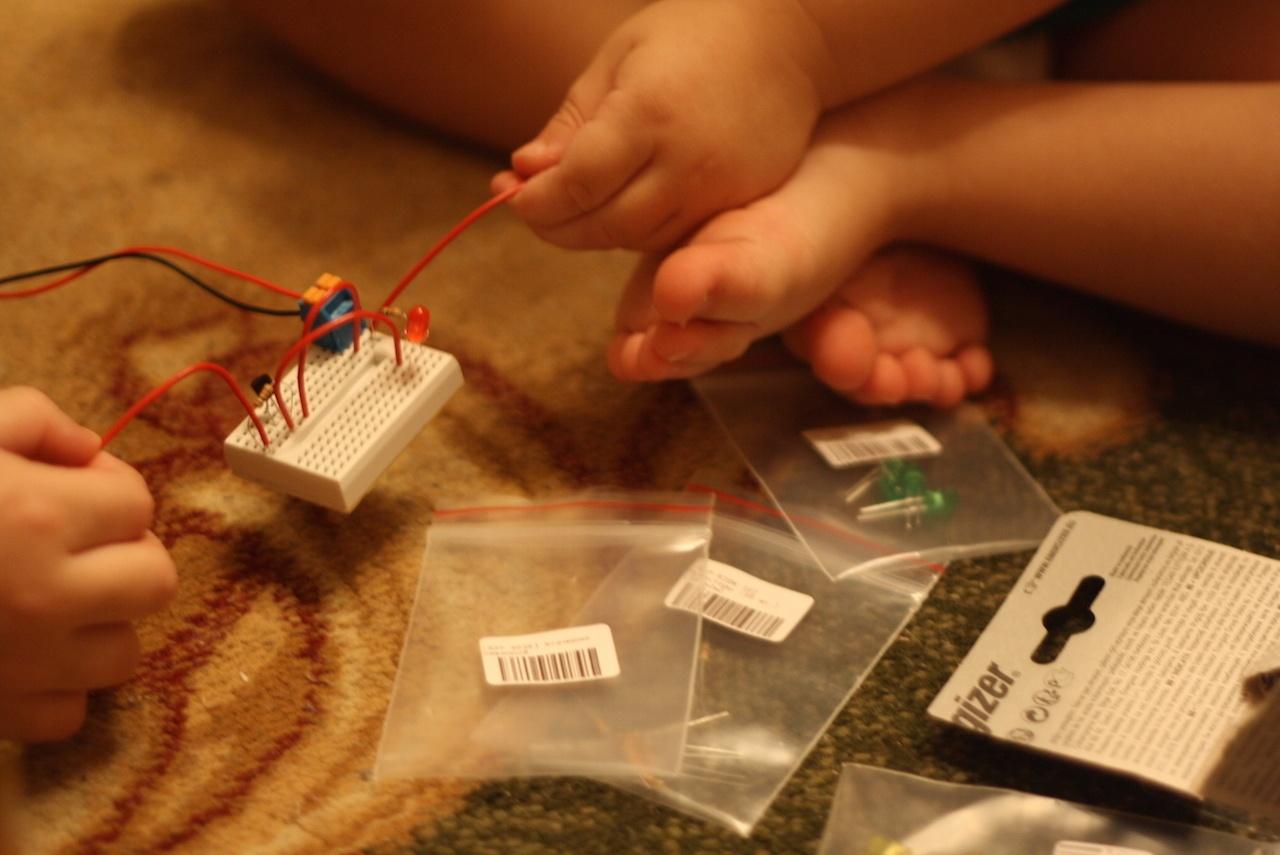 Микроник — электронный конструктор для детей. И для таких взрослых, как я - 7