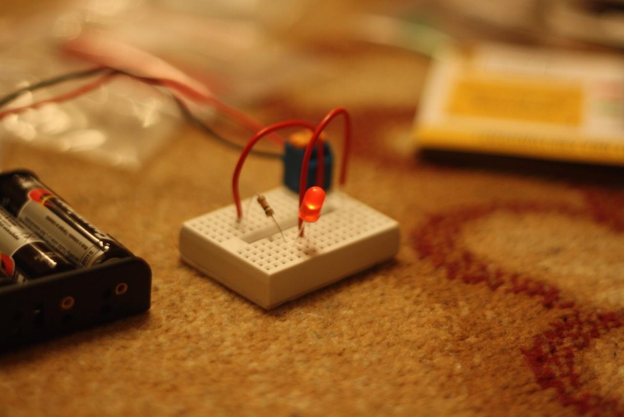 Микроник — электронный конструктор для детей. И для таких взрослых, как я - 8