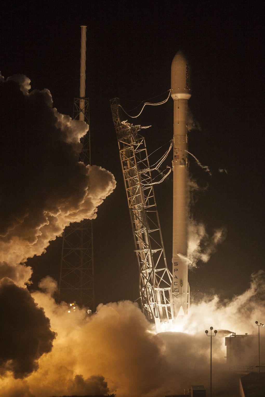 Компания SpaceX выложила hi-res фотографии взлета и приземления Falcon 9 - 4