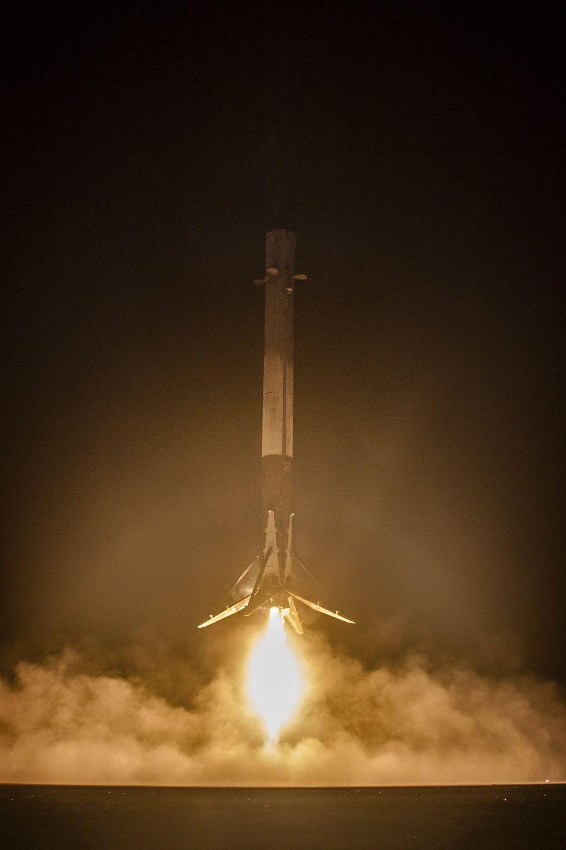 Компания SpaceX выложила hi-res фотографии взлета и приземления Falcon 9 - 7