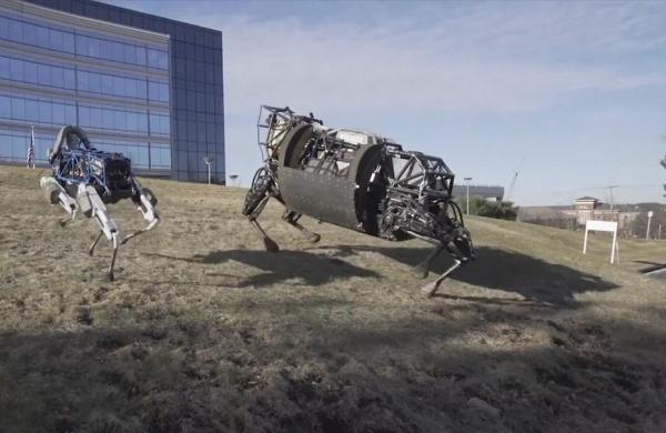 Новогоднее поздравление и олени от Boston Dynamics - 1