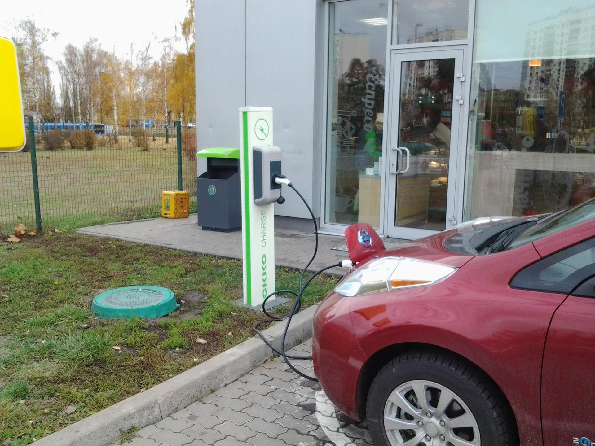 В Украине электромобилизация идет полным ходом: за год количество электрозарядных установок выросло в 10 раз - 3