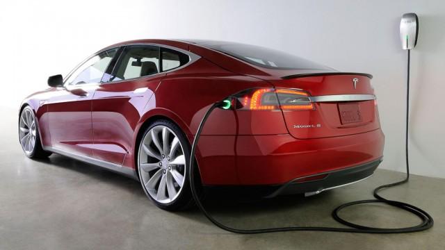Tesla Model S сгорела на станции быстрой зарядки в Норвегии - 2