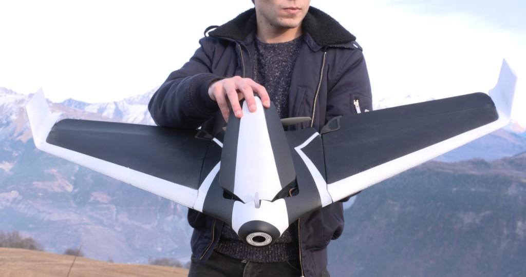 Потребительский дрон Parrot Disco может развивать скорость до 80 км/ч и находиться в воздухе до 45 минут
