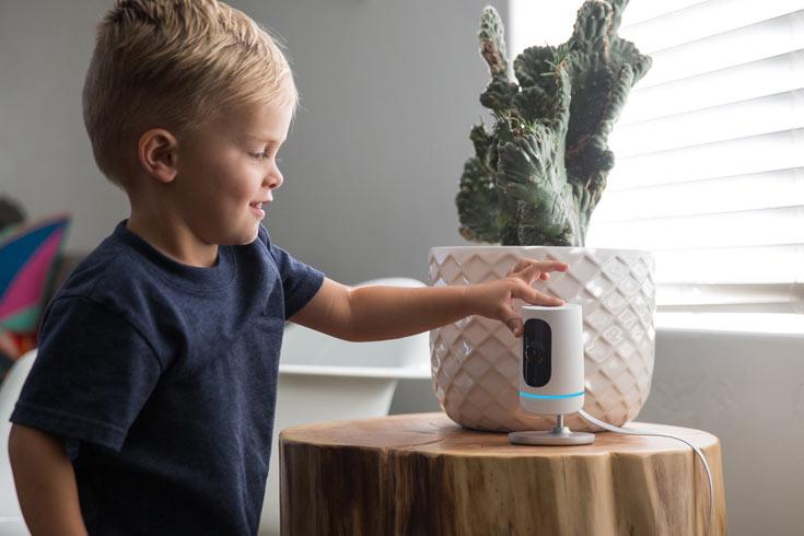Vivint Ping — первая камера для внутренних систем видеонаблюдения с функцией голосовой связи, активируемой одним прикосновением