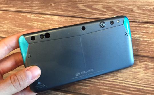 Intel вместе с Google создала смартфон для разработчиков
