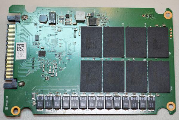 В накопителе используется восьмиканальный контроллер Marvell Eldora 1093