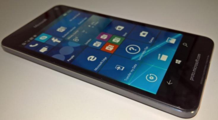 Появилось живое фото аппарата Microsoft Lumia 650