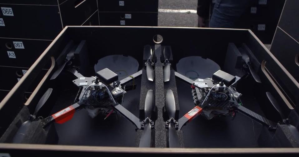 100 танцующих дронов установили новый и единственный в своем роде мировой рекорд: невероятное световое шоу - 7