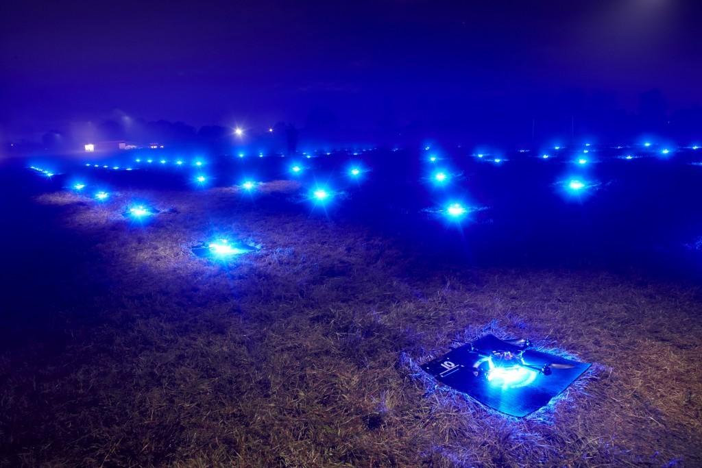 100 танцующих дронов установили новый и единственный в своем роде мировой рекорд: невероятное световое шоу - 9