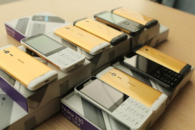 Покрытый золотом мобильный телефон Nokia 230 предлагается за $125