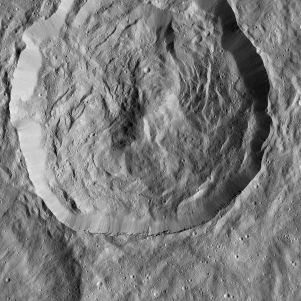 Зонд Dawn прислал детальные снимки кратеров Цереры - 4