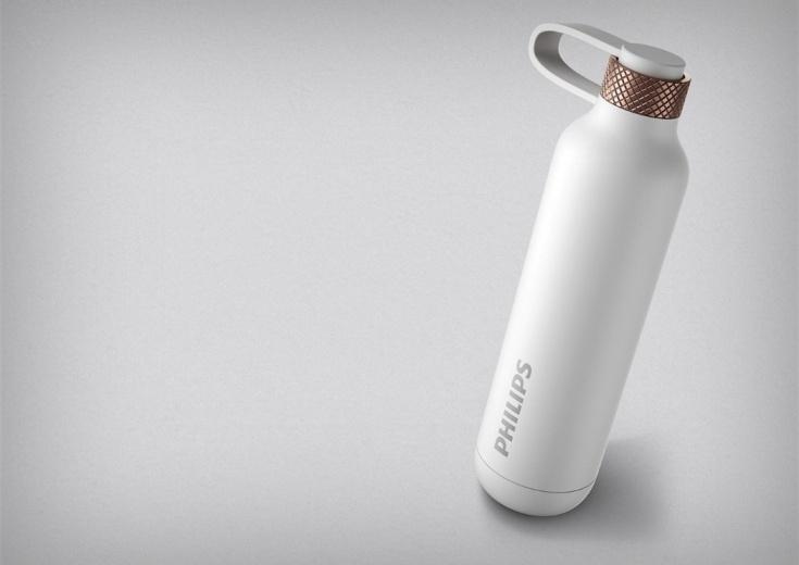 Внешний аккумулятор Philips Power Potion 3000 выглядит, как бутылка воды