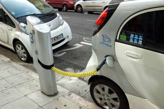 Франция будет платить своим гражданам по €10000 за переход на электромобили - 2