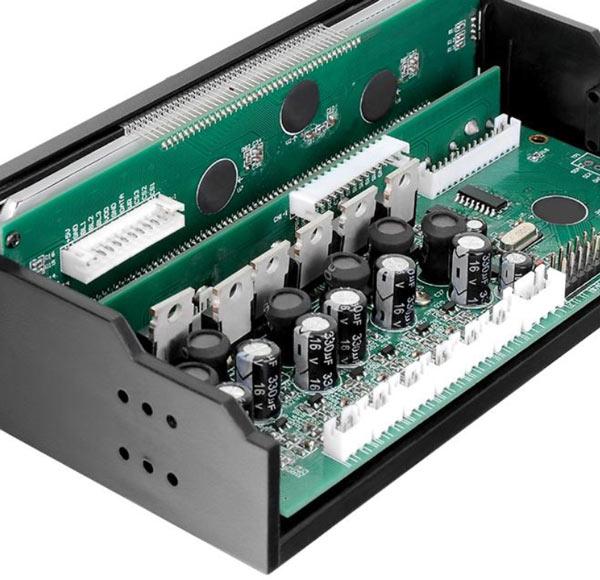 Контроллер Thermaltake Commander F6 RGB оснащен жидкокристаллическим дисплеем