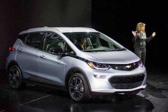 Chevrolet Bolt EV 2017: доступный электромобиль с большим запасом хода