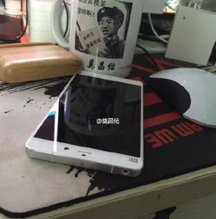 По слухам, одна из версий смартфона Xiaomi Mi5 получит изогнутый дисплей