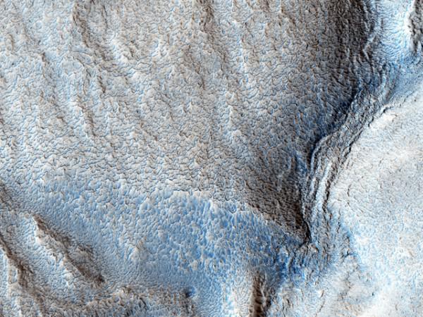 Ученые представили снимки высохшей реки на Марсе (ФОТО)
