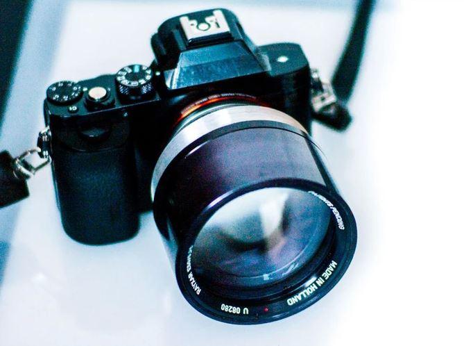 Объектив с фокусным расстоянием 50 мм и максимальной диафрагмой F/0,75 можно будет установить на камеры с креплением Leica M, Sony Alpha Nex, Fuji X, Canon EF-M, Leica T и Leica SL, Samsung NX и Micro Four Thirds