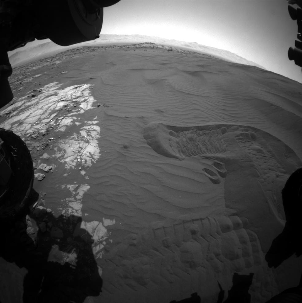 Curiosity начал обследовать дюны на Марсе - 2