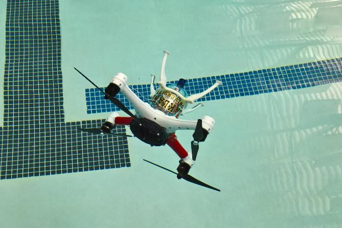 Дрон Loon Copter может не только летать, но также плавать и нырять