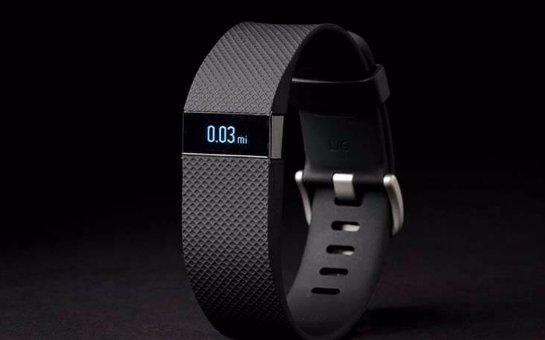 Fitbit выпустила «умный» фитнес-браслет Charge HR