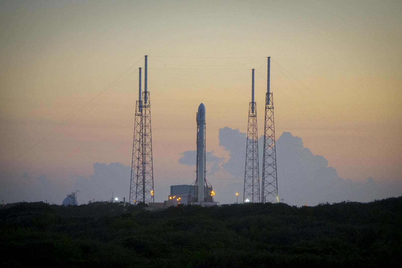 24 февраля SpaceX осуществит запуск Falcon 9 и в четвертый раз попробует посадить возвратную первую ступень на баржу - 1