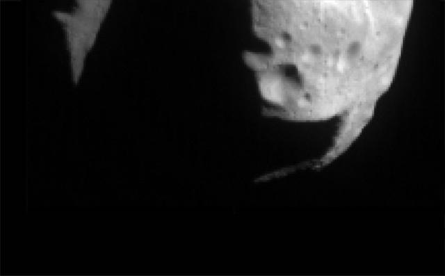 15 лет первому контакту земного аппарата с астероидом - 2